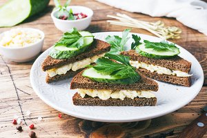 Sandwich with scrambled eggs