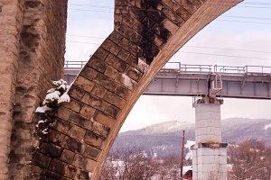 The left part of the arch bridge.