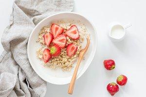 Oatmeal porridge with strawberries