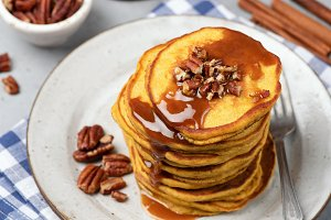 Pumpkin pancakes with caramel sauce