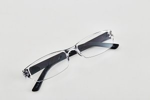 spectacles with shiny clear frame