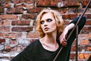 Grunge fashion: cute young woman
