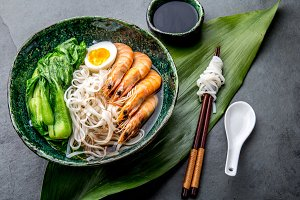 Asian rice noodles with srimps and