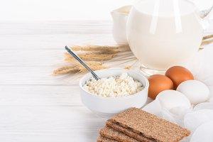 crispy crackers, eggs, milk and cott