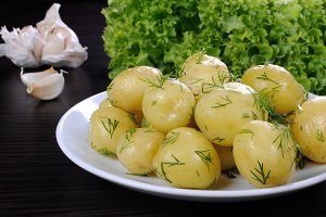 boiled potatoes with dill