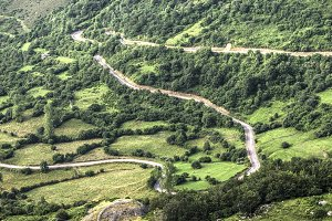 road with many sharp curves