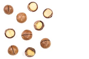 Shelled and unshelled macadamia nuts