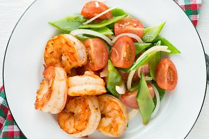 Shrimps (prawns) and fresh snow peas