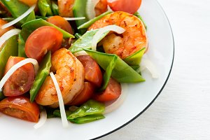 Salad with shrimps (prawns)