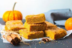 Pumpkin Bars with Cinnamon Sugar Cru