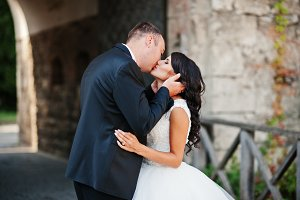 Stunning young wedding couple kissin