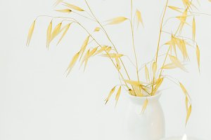 Dry oats bouquet white candle