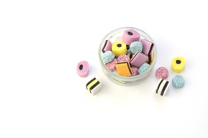 Glass bowl with chewing candy