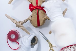 Santa Claus packing to Christmas gif