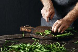 Man cutting green bean