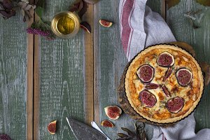 tart with fresh figs and cheese