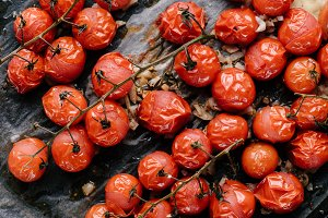 Baked cherry tomatoes with oil and g