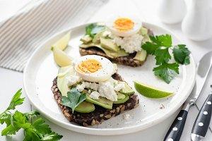 Whole grain toast with avocado, egg