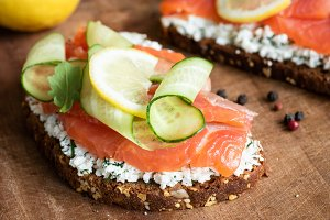 Rye toast with smoked salmon