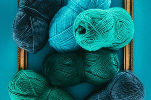 blue and green knitting yarn balls o
