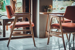 vintage chair and table in coffee sh