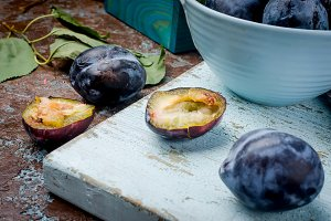 Fresh picked plums in pottery bowl o