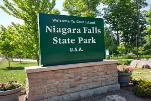 Niagara Falls State Park entrance