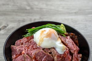 Gyudon raw beef and stream egg serve