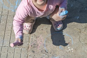 Child paint with chalks
