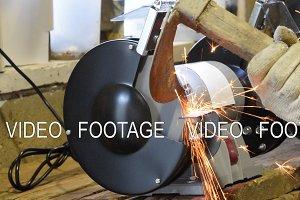 Sharpening machine in work