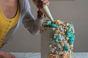Women hand decorating with a pastry