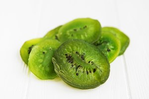 Dried kiwi fruits