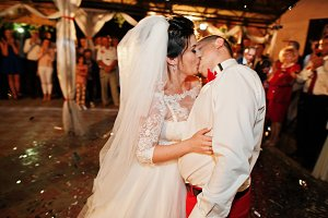 Fantastic wedding couple dancing the