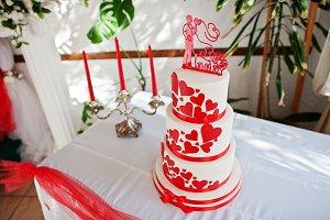 Amazing red and white wedding cake s