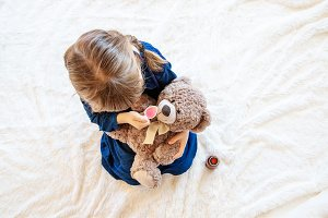 child treats a bear. The game of the