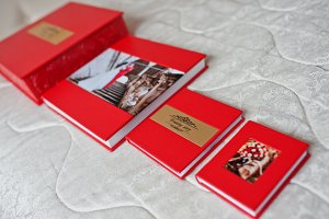 Elegant red wedding photobooks or ph