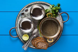table served in Indian style. Tin tr