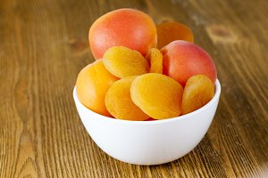 apricots and dried apricots