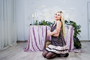 Elegante blonde girl wear on black d