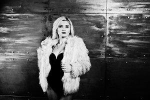 Elegante blonde girl wear on fur coa