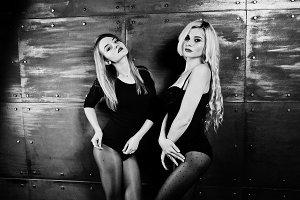Two elegante blonde girls wear on co