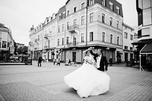 Wedding couple dancing on the square