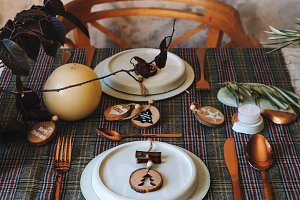 holiday gold table setting, decorate