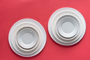 White plates of different sizes on r