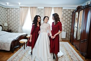 Bride with two amazing bridesmaids o