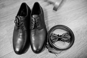 Leather men's shoes with belt and bo