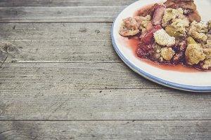 pieplant strawbeery crumble
