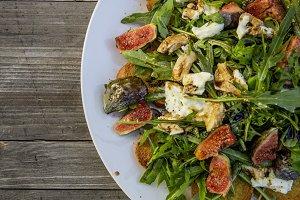 rocket salad with fig mozzarella roasted bread
