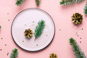 Christmas natural table setting. Whi