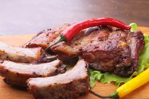 grilled barbecued ribs with lettuce